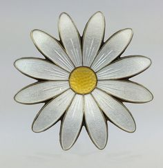 Vintage Aksel Holmsen Enameled Daisy Pin Circa by MonteCristosNC Enamel Jewelry, Antique Jewelry, Vintage Jewelry, Art Flowers, Flower Art, Vintage Vogue, Spirals, Vintage Costumes, Vintage Brooches