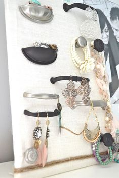 Super cute jewelry organization idea from lizmarieblog    http://www.lizmarieblog.com/2011/07/lovely-jewelry-organizer/ #jewelryorganizersdrawer