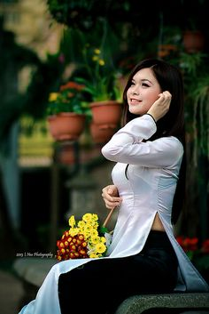 áo dài nude girl: 28 thousand results found on Yandex. Vietnamese Traditional Dress, Vietnamese Dress, Traditional Dresses, Asian Woman, Asian Girl, Asian Fashion, Girl Fashion, Beautiful Vietnam, Female Poses