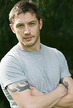 cheesy spy movie (this is war), inception, slightly bad boy, and hot accent all add up to 100% sexy and my new celebrity crush... tom hardy