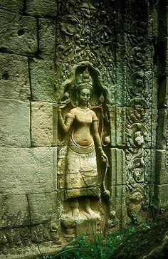 Devata (Divinidad) , Angkor Vat -   Devata (Divinity) , Angkor Vat (August 2003)    www.vicentemendez.com