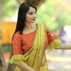 Simple elegant blouse with trendy style. Simple elegant blouse with trendy style.,indian clothes Simple elegant blouse with trendy style. Saree Jacket Designs, Saree Blouse Neck Designs, Bridal Blouse Designs, Saree Blouse Patterns, Pattern Blouses For Sarees, Sari Design, Designer Kurtis, Bollywood Sari, Simple Blouse Designs