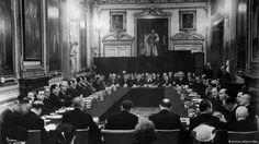 Μια συμφωνία...με κούρεμα: Με την Συμφωνία του Λονδίνου, το 1953 διαγράφηκαν τα χρέη της Γερμανίας. Αυτό επηρέασε τις δημόσιες δαπάνες, ενώ…