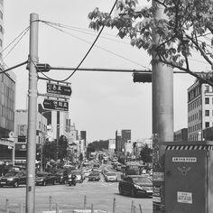 #서울 #홍대 #흑백사진 #오후4시 #로터리 에서 에어컨이 필요해 . . . #오늘의사진  #20160604 #ipone6