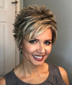 66 Chic Short Bob Hairstyles & Haircuts for Women in 2019 - Hairstyles Trends Pixie Haircut For Thick Hair, Short Choppy Hair, Funky Short Hair, Short Grey Hair, Short Hair With Layers, Short Hair Cuts For Women, Short Haircut Styles, Cute Hairstyles For Short Hair, Short Haircuts