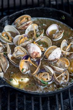 Grilled Clams With Garlic Butter