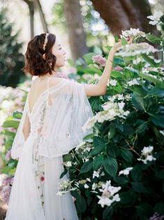 Lavender Wedding Dress, Wedding Dresses, Bridal Beauty, Fairytale, Wedding Inspiration, Flower Girl Dresses, France, Fashion, Bride Dresses
