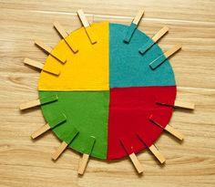 Bu akşam film akşamımız Yazımı yazar kaçarım :) Yuvarlak kestiğim kartonu dörde bölüp renkli keçe yapıştırdım Aynı renkleri küçü...