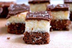 Brownie de Chocolate 100gr de açúcar 100gr de manteiga 100gr de farinha de trigo 1 colher (chá) de fermento em pó 2 ovos 4 colheres (sopa) de leite 2 colheres (sopa) de chocolate em pó Camada de Coco 1 lata de leite (usar a lata de leite...