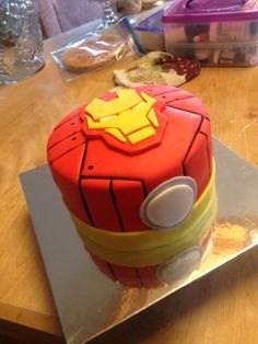 clear-detail-iron-man-cake