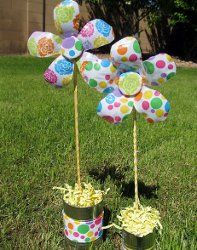 Create flower yard decorations out of plastic bottles with this #recycle craft #tutorial!