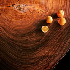 Parota coffe table with oranges.
