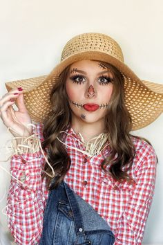 Easy last minute scarecrow Halloween costume// Chelsey Zamora - Halloween. Scarecrow Halloween Makeup, Halloween Costumes Scarecrow, Halloween Looks, Couple Halloween, Halloween Ideas, Office Halloween Costumes, Fairy Costumes, Halloween Halloween, Halloween Costume With Glasses