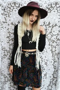Grunge. Love the skirt , the hair and the makeup!