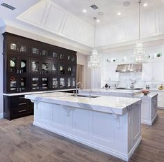 Modern Luxury Kitchens For A Grand Kitchen Luxury Kitchen Design, Best Kitchen Designs, Luxury Kitchens, Cool Kitchens, Tuscan Kitchens, Double Island Kitchen, Grand Kitchen, Kitchen Island With Seating, Küchen Design