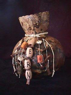 Gourd for Fern Gourd Crafts, Gourd Art, Do It Yourself Projects, Gourds, Fern, Crafty, Christmas Ornaments, Holiday Decor, Diy