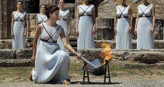 La cerimonia di accensione della fiaccola ad Olimpia (LaPresse)