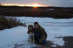 Dono leva cachorro para ver neve pela última vez