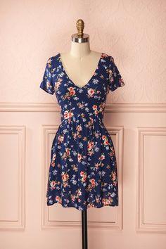 Amélia ♥ Sur cette robe, un tableau de fleurs peintes comme une ode au printemps. On this dress, a painting of flowers like an ode to the spring.