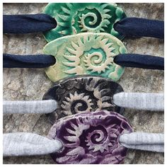 Armbänder für Damen aus Keramik, mit weichem Textilband...von KreativesbyPetra       #keramik #ceramic #ton #töpfern #töpferei #plattentechnik #Glasur #glaze #glasurbrand #glazebrand #botz #schmuck #jewellery #Anhänger #pendant #schmuckanhänger #jewelrypendant  #keramikanhänger #Unikat #handmade #handgemacht #Kunsthandwerk #Handwerk #DIY #geschenk #present #Meer #ocean #mädchen #mädels #girls #Damen #woman #textilband #schmuckband #jerseyband #jewelrybelt #geschenk #schnecke #slug #Struktur Girls, Snail, Arts And Crafts, Clay, Creative, Gifts, Women's, Toddler Girls, Daughters