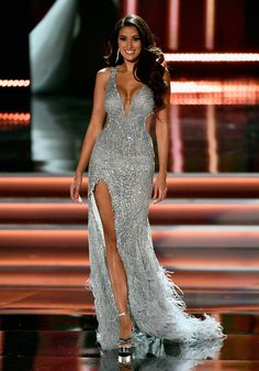 Miss Philippines 2017 Rachel Peters competes in the evening gown competition during the 2017 Miss Universe Pageant at The Axis at Planet Hollywood Resort & Casino on November 2017 in Las Vegas, Nevada. Miss Dress, The Dress, Miss Universe Dresses, Miss Pageant, Sparkly Gown, Evening Dresses, Formal Dresses, Quince Dresses, 15 Dresses