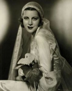 Frances Dee in her wedding gown, 1932 - by Eugene Robert Richee 1930s Wedding, Vintage Wedding Photos, Vintage Bridal, Wedding Bride, Vintage Weddings, Wedding Attire, Old Fashioned Wedding, Harlem Renaissance, Here Comes The Bride
