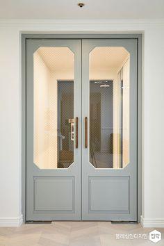 서울 관악구 신림동 신림푸르지오아파트 6주에 걸친 대장정 프로젝트, 53평 모던 클래식 인테리어 간편안심인테리어 집닥 Interior Door Styles, House Design, Entrance Design, Cafe Interior, Door Design, Wood Doors Interior, Home Decor Color, House Interior, Doors Interior