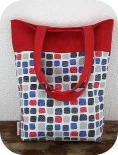 This free pattern is brought to you by Happy in Red. Get the free tote bag pattern here Design Your Own Handbag Design and sew your very own high-fashion h