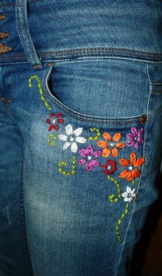 69 Super Ideas For Embroidery Jeans Diy Fashion Embroidery On Clothes, Embroidered Clothes, Silk Ribbon Embroidery, Crewel Embroidery, Embroidery Designs, Diy Jean Embroidery, Diy Embroidered Jeans, Embroidery Kits, Embroidery Fashion