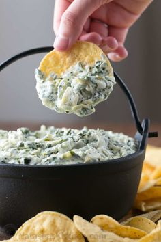 Appetizers This Spinach Artichoke Dip recipe is too easy; pretty much heating and mixing. This dip is irresistibly creamy and every bite is loaded with spinach and artichokes. Appetizer Dips, Appetizers For Party, Appetizer Recipes, Dinner Recipes, Super Healthy Recipes, Healthy Foods To Eat, Healthy Snacks, Vegetarian Recipes, Dip Recipes