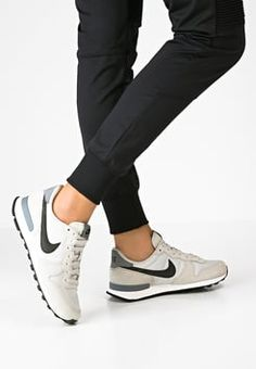 Nike Sportswear INTERNATIONALIST - Trainers - light bone/black/cool grey for with free delivery at Zalando Nike Sportswear, Sneakers Fashion, Fashion Shoes, Sneakers Nike, Sneaker Outfits, Zapatillas Casual, Mode Shoes, Nike Internationalist, Basket Mode