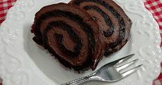 Neodolateľná čokoládová roláda bez gramu múky. Jednoduchý recept so značkou Ženy v meste určite vyskúšajte, potešte svoje chuťové poháriky. Steak, Baking, Breakfast, Food, Fitness, Basket, Kitchens, Pineapple, Morning Coffee