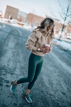 winter outfits sporty magnificient winter out - winteroutfits Mode Outfits, Casual Outfits, Fashion Outfits, Womens Fashion, Casual Athletic Outfits, Outfits 2016, Outfits With Vests, Cute Legging Outfits, Casual Sneakers Outfit