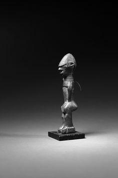 "Lobi-statue, 14,5cm, published in the book ""Anonyme Schnitzer der Lobi"", 2006. Photo © Niklas Herkenhoff."