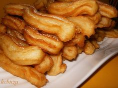 Churros Caseros, by La lechuza que cocina Peruvian Desserts, Peruvian Recipes, Beignets, Mexican Food Recipes, Sweet Recipes, Salvadoran Food, Nicaraguan Food, Recetas Salvadorenas, Venezuelan Food