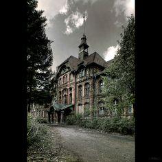 Beelitzer Heilstatten, a hospital in Germany that was abandoned in 1994.