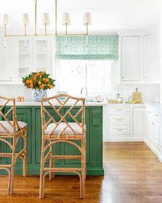 vibrant green kitchen island with white kitchen cabinets Green Kitchen Island, Kitchen Island Decor, Modern Kitchen Island, Kitchen Colors, New Kitchen, Kitchen Cabinets, Kitchen Islands, White Cabinets, Kitchen Hacks