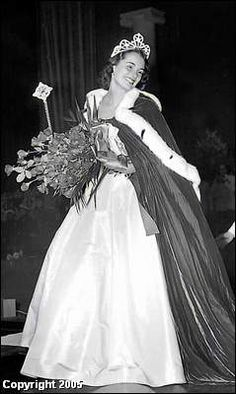 Yolande Betbeze Miss America 1950 from Alabama Miss America Winners, Miss Univers, Miss California, Beauty Contest, Beautiful Inside And Out, Gulf Of Mexico, Beauty Pageant, 1950s Fashion, Beauty Queens