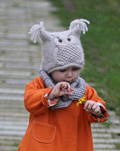 A cute and warm hat for your little birdie! This works up quickly on bulky yarn and large needles in the round, then closed across the top of the tube. A fun knit that is great for gifts and using up leftovers. #Knitting #Pattern