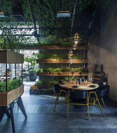 Genial el espacio-invernadero de Segev kitchen garden Restauran , situado cerca de Tel Aviv, obra de Studio YARON TAL .                    ...