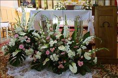 Targowisko. Altars, Flower Arrangements, Floral Design, Easter, Decorating, Flowers, Plants, Church Flower Arrangements, Weddings