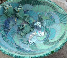 17 ideas bird bath bowl mosaic birdbath for 2019 Mosaic Birdbath, Mosaic Garden Art, Mosaic Art, Mosaic Glass, Stained Glass, Glass Art, Mosaic Crafts, Mosaic Projects, Mosaic Designs