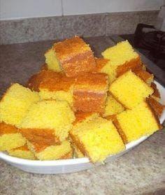 COMPARTILHAR RECEITA! Esse bolo de milho cremoso fica uma delícia com aquele cafezinho, e mais, super fácil de preparar, onde a base será bater os ingredientes no liquidificador e levar para assar! Ingredientes 1 lata(s) de milho verde 3 unidade(s) de ovo 1 1/2 xícara(s) (chá) de fubá 1 1/2 xícara(s) (chá) de açúcar 2 … Easy Smoothie Recipes, Easy Smoothies, Good Healthy Recipes, My Recipes, Sweet Recipes, Healthy Snacks, Snack Recipes, Cooking Recipes, Corn Cakes