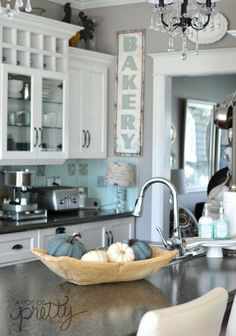 Canadian Bloggers Home Tours - Featured: A Pop of Pretty Blog