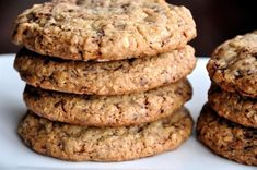 A secret baking trick results in the softest, chewiest oatmeal chocolate chip cookies. Chocolate Chip Pudding Cookies, Homemade Chocolate Chip Cookies, Oat Cookies, Chocolate Chip Oatmeal, Oats Recipes Indian, Cooking Rolled Oats, Food Cakes, Cake Recipes, Soup Recipes