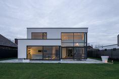 Zadeldak kleipan moderne woning for Modernes haus kubus
