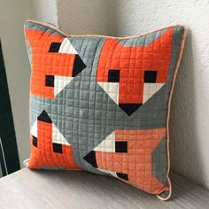 Quiltycat: Fancyfox Fox Pillow, Pillow Talk, Elizabeth Hartman Quilts, Fox Quilt, Fox Crafts, Half Square Triangle Quilts, String Quilts, Fall Quilts, Animal Quilts