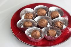 Gluten-Free & Heart Healthy Dark Chocolate Red Wine Truffles – Gluten-Free + Vegan (ah mah gahd YES) Heart Healthy Desserts, Healthy Sweets, Vegan Desserts, Just Desserts, Yummy Treats, Sweet Treats, Yummy Food, Gluten Free Sweets, Vegan Gluten Free