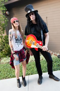 Hallowen Costume Couples Axl Rose & Slash of Guns N' Roses — fun & easy couples costume for Halloween! Costume Halloween, Fete Halloween, Halloween Carnival, Halloween 2017, Halloween Outfits, Easy 80s Costume, Halloween Juice, Group Halloween, Diy Halloween Costumes