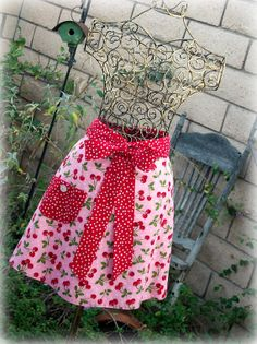 My grandmother use to wear her aprons every day and she had so many pretty half aprons like this.   I wouldnt even wear them today for fear of getting them dirty ♥